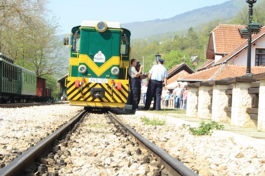 Sarganbahn, Sargan 8, Go East Reisen