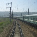 Transsibirische Eisenbahn Zug fährt durch die Mongolei