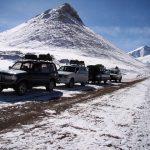 Geländewagen auf dem Weg zum Karakul