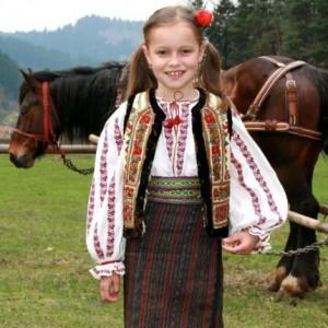 Moldawien Reisen, Mädchen in Trachtkleidung