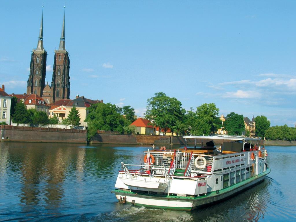 Dominsel in Wroclaw/Breslau mit Oder und Johannisdom.