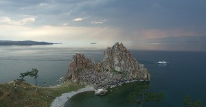 Baikalsee-Panorama, ein definitivunvergessliches Erlebnis während der Reise mit der Transsibirischen Eisenbahn