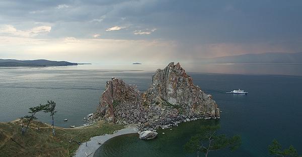 Baikalsee-Panorama, ein definitiv unvergessliches Erlebnis während der Reise mit der Transsibirischen Eisenbahn
